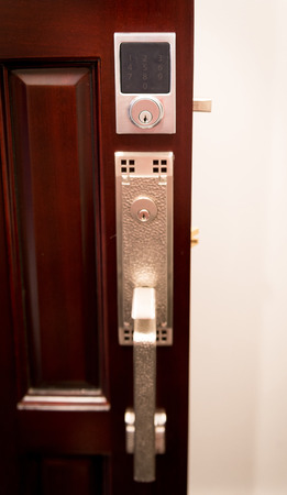 Modern digital dead bolt on wooden front door 스톡 콘텐츠