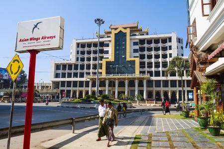 mensch: Main Station in Mandalay, Myanmar