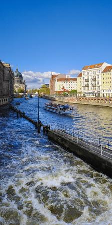floodgates: Overflow of Muehlendammschleuse Lock, Berlin, Germany