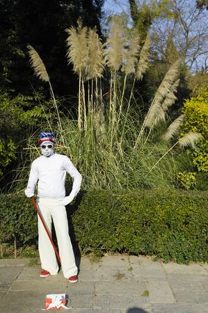 pantomime: Pantomima en el jard�n nacional, Atenas, Grecia