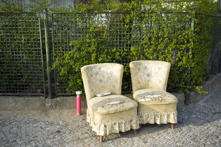 Two armchairs on a pavement, Berlin, Germany Éditoriale