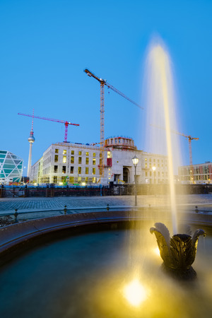Fountain in front of building site Berlin Palace Berlin Germany Éditoriale