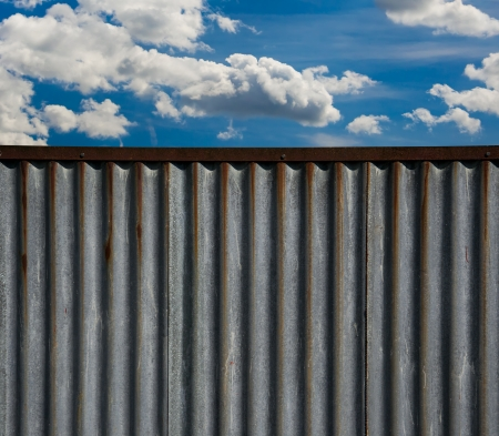 corrugated iron: corrugated iron pattern and Blue sky with clouds - ideal for website background
