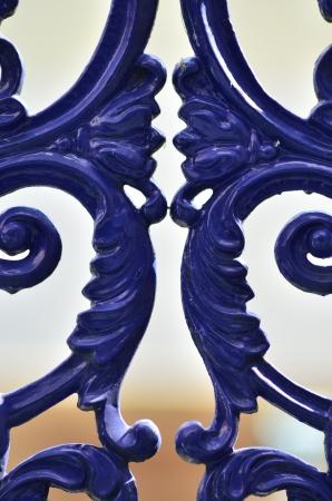 cerrar la puerta de la cerca azul Foto de archivo