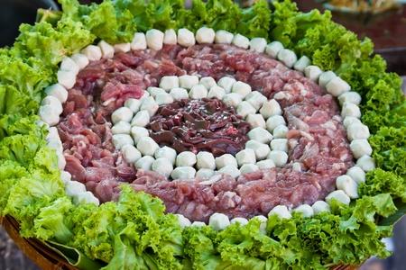 higado de pollo: Fishball la carne cruda y el h�gado de pollo para la comida tailandesa