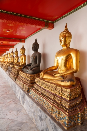 Buddha statues made of gold and black brass and the traveler is allowed to take pictures. Stock Photo - 16898910