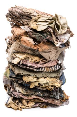 vestidos antiguos: ropa vieja se desintegraron aislado en el fondo blanco Foto de archivo
