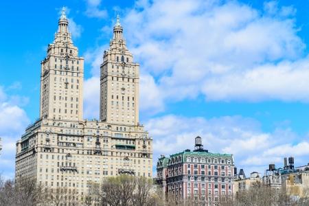 Budynek Twin pobliżu Central Parku w Nowym Jorku