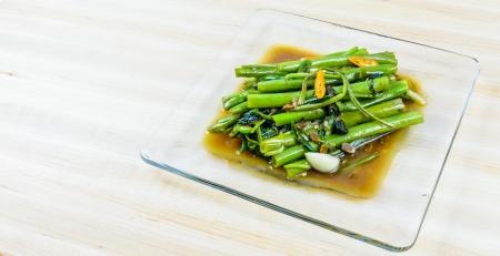 Zasmażane wody szpinak, tajskie jedzenie