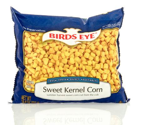 alimentos congelados: Winneconne, WI - 30 de abril 2016: La bolsa de maíz del ojo de los pájaros en un fondo aislado
