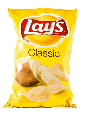 Winneconne、WI - 2015 年 1 月 29 日: 古典的なバッグに 10 オンス フリトレー ポテトチップス。 フリトレーは、世界最大の分散スナック食品です。