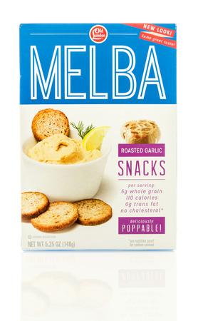 melba: Winneconne, WI - 19 de mayo 2016: caja de galletas melba Antiguo Londond en un fondo aislado Editorial