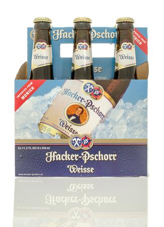 6 pack beer: Winneconne, WI - 10 Jan 2016: A six pack of Hacker Pschorr Weisse beer.