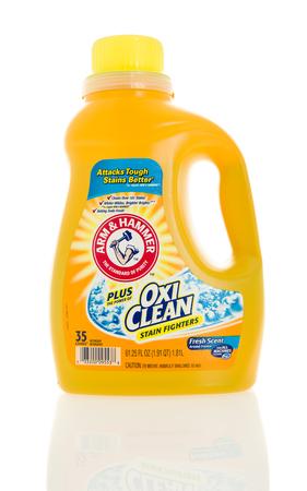 Winneconne, WI - 4 februari 2016: Fles Arm & Hammer with Oxi Clean wasmiddel.