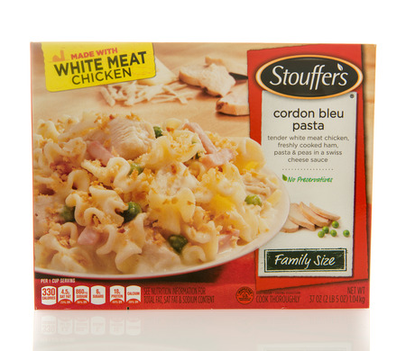 bleu: Winneconne, WI - 2 March 2016:  Box of Stouffers dinner of cordon bleu pasta