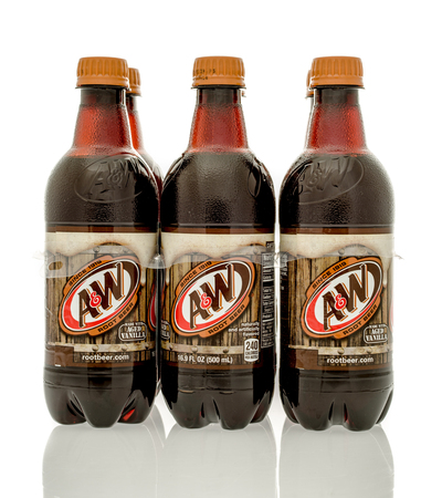 root beer: Winneconne, WI - 16 March 2016: Six pack of A&W root beer on an isolated background. Editorial