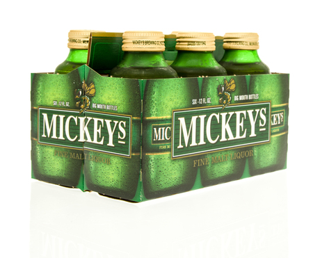 Winneconne, WI - 15 March 2016:  A six pack of Mickeys beer 에디토리얼