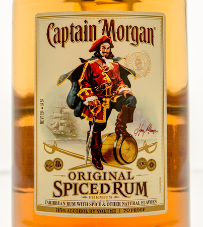 Winneconne, WI - 10 March 2016: A close up shot of Captain Morgan spiced rum Redactioneel