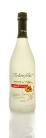 pinot grigio: Winneconne, WI - 19 March 2016:  A bottle of Arbor Mist pinot grigio in Islands fruits flavor