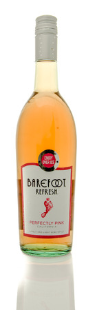 perfectly: Winneconne, WI - 19 March 2016:  A bottle of Barefoot wine in perfectly pink flavor