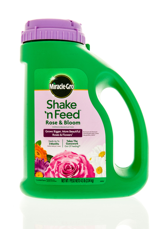 gro: Winneconne, WI - 28 April 2016: Bottle of Miracle Gro shake n feed rose food on an isolated background Editorial