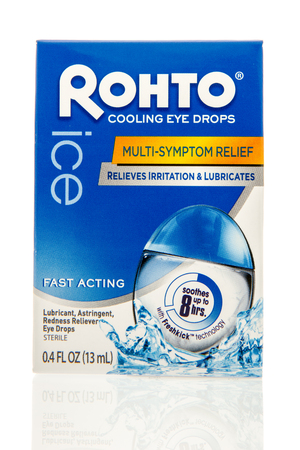 Winneconne, WI - 28 June 2016: Package of Rohto eye drops on an isolated background 新聞圖片