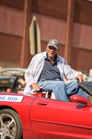 seahawks: Canton, OH - 6 August 2016:  NFL Hall of Fame player Carl Eller in a parade. Editorial