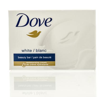 Winneconne, WI - 7 september 2016: Box van Dove soap beauty bar op een geïsoleerde achtergrond. Redactioneel