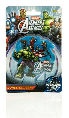 avenger: Winneconne, WI - 2 de noviembre de 2016: Marvel Avengers jumbo goma de borrar en un fondo aislado. Editorial