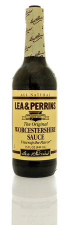Winneconne, WI - 3 November 2016:  Bottle of Lea & Perrins worcestershire sauce on an isolated background. Publikacyjne