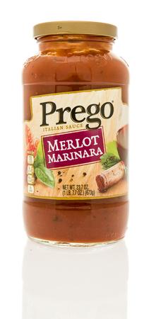 marinara sauce: Winneconne, WI - 13 December 2016:  Jar of Prego Merlot Marinara sauce on an isolated background. Editorial