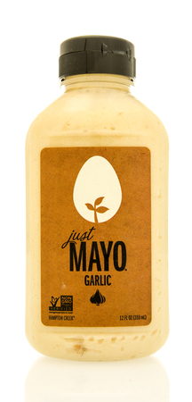 Winneconne, WI - 16 May 2017: A bottle of Hampton Creek just mayo in garlic flavor on an isolated background. Éditoriale