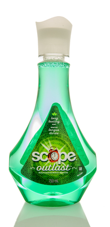 enjuague bucal: Winneconne, WI -1 August 2017:  A bottle of Scope Outlast mouthwash on an isolated background.