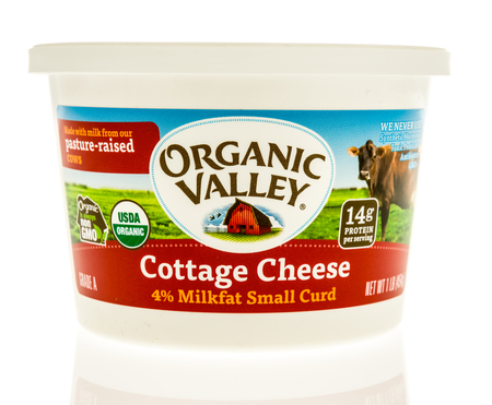 Winneconne, WI - 31 October 2017:  A package Cottage Cheese from Organic Valley on an isolated background. Editorial