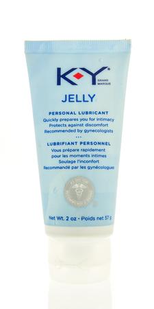 Winneconne、WI - 2017 年 11 月 19 日: KY ゼリーの個人的な潤滑剤のチューブを分離の背景に。
