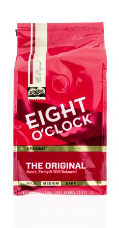 Winneconne, WI -26 Dec 2017: A bag of Eight O Clock gound coffee on an isolated background. Redakční