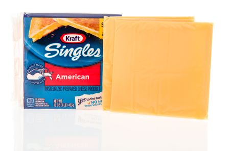 Winneconne, WI - 4 November 2018: A package of Kraft singles American cheese with cheese slices displayed on an isolated background. 에디토리얼