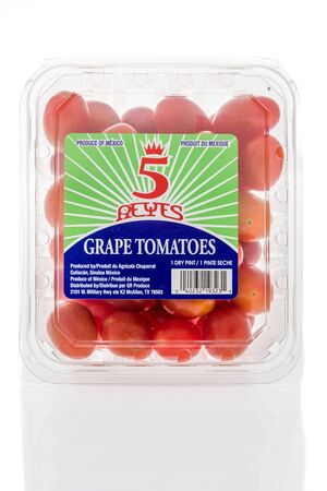 Winneconne, WI - 19 January 2019 : A package of 5 reyes grape tomatoes on an isolated background 報道画像