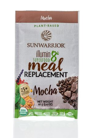 Winneconne, WI - 1 February 2020 : A package of Sunwarrior illumin8 superfood meal replacement on an isolated background 版權商用圖片 - 139770292