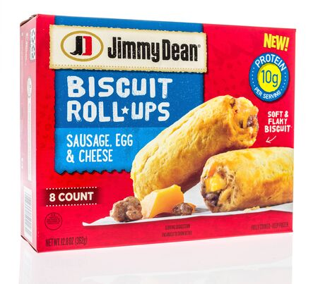 Winneconne,  WI - 11 February 2020:  A package of Jimmy Dean sausage, cheese, egg, biscuit roll ups breakfast on an isolated background. 新聞圖片