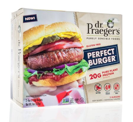 Winneconne,  WI - 11 February 2020:  A package of Dr Praegers perfect burger pure plant protein on an isolated background. 新聞圖片