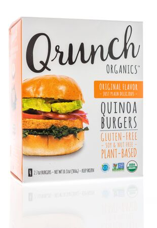 Winneconne,  WI - 11 February 2020:  A package of Qrunch organics quinoa vegan burgers on an isolated background. 新聞圖片