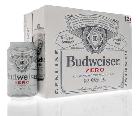 Winneconne, WI -22 January 2021: A 12 pack of Budweiser zero full flavored zero alcohol brew on an isolated background. Éditoriale