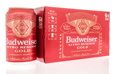 Winneconne, WI -27 January 2021: A six pack of Budweiser nitro reserve gold beer on an isolated background. Éditoriale