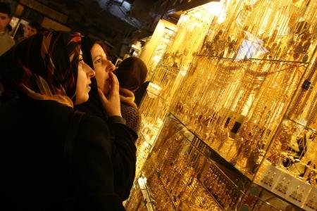 Arab woman looking at jewelry store in Arbil,Kurdistan,Iraq Stock Photo - 16628654