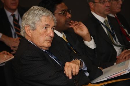 Bank Światowy: Stambuł, Turcja - 04 października: Dominique Strauss Kahn był gościem honorowym Międzynarodowych Grupy Banku Światowego Funduszu Walutowego Rad Gubernatorów dorocznych posiedzeniach dnia 4 October 2009 w Stambule, Turcja