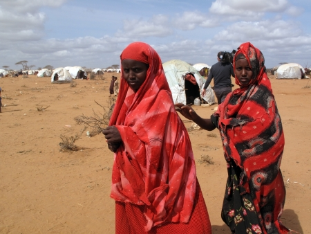 somalis: Dadaab, Somalia-August 15,2011: Woman & children live in the Dadaab refugee camp where thousands of Somalis wait for help because of hunger  in Dadaab, Somalia.