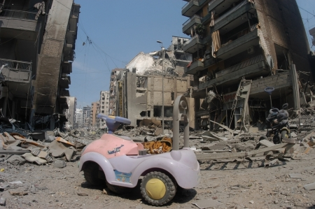 BEIRUT, LEBANON - JULY 26 : Buildings destroyed by Israeli bombing in the city of Beirut on July 26. 2006, Beirut,Lebanon.                     Stock Photo - 16837360