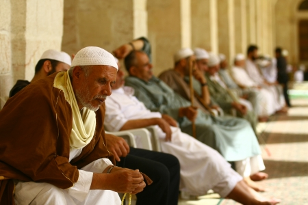 ALEPPO,SYRIA-OCTOBE R 12: Muslims are waiting for the call to prayer at the Umayyad Mosque on October 12, 2007 in Aleppo,Syria.