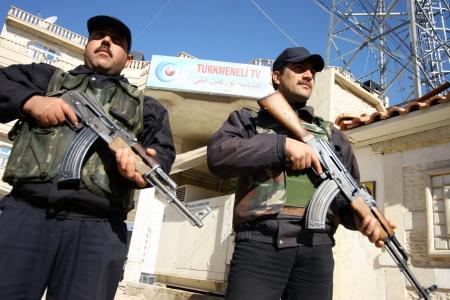 iraqi: KIRKUK, IRAQ - FEBRUARY 2: Iraqi soldiers stands guard on a check point on February 2, 2007 in Kirkuk, Iraq Editorial